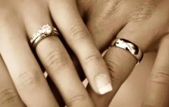 35b072d5ec30 El anillo de compromiso en el 4to dedo